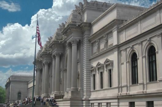 metropolitan_museum_of_art_entrance_nyc-900x600